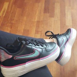 Nike Air Force Lv8